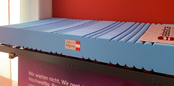 Ergonomisch entworfene Liegefläche aus österreichischem Premium-Kaltschaum im RG50